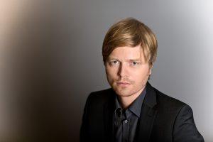 Portrait von Martin Benninghoff Redakteur der Frankfurter Allgemeinen Zeitung, fotografiert im Studio der F.A.Z.